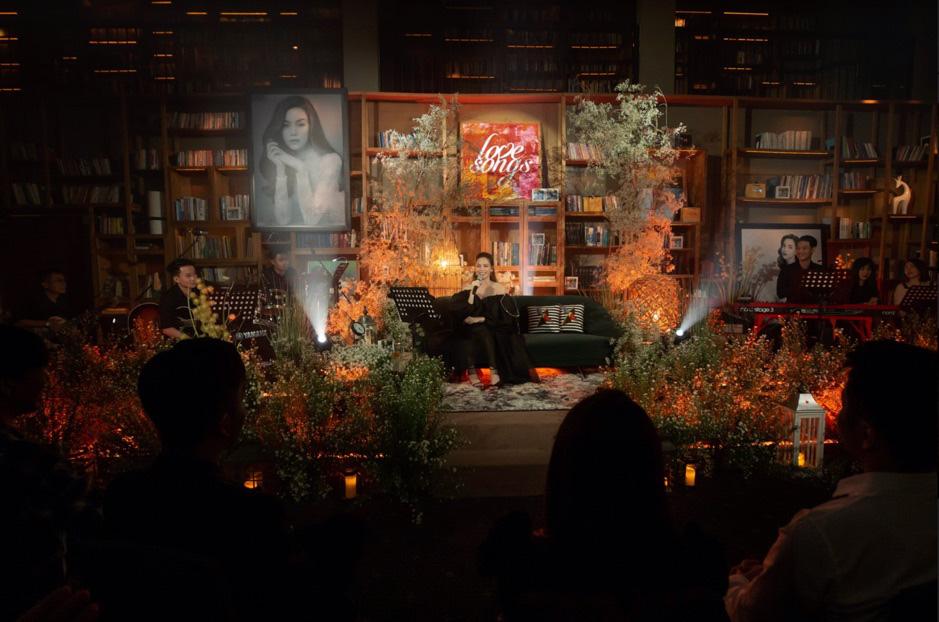 Hồ Ngọc Hà, Erik, Hiền Hồ đổi hit cho nhau tại Private Show khiến fan điên đảo - Ảnh 1.