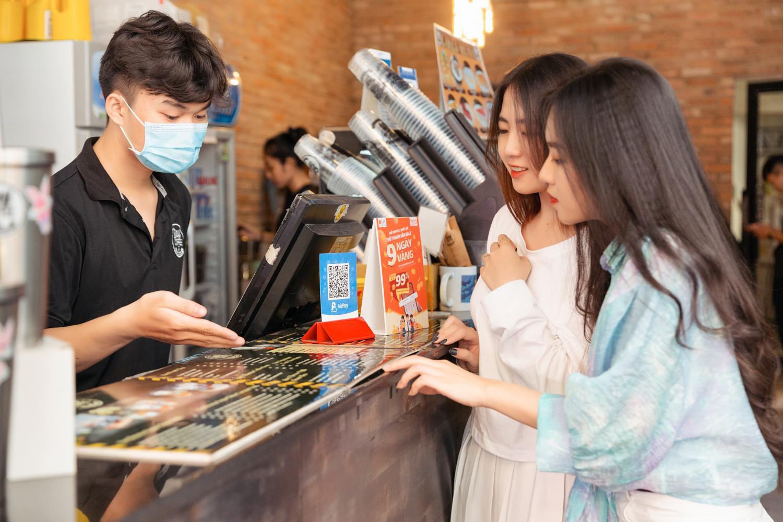 Đây là lý do giới trẻ Việt đổ xô thanh toán bằng QR code và tranh suất nhận xe Honda Vision siêu hot, bắt trend ngay kẻo lỡ! - Ảnh 5.
