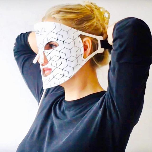Dưỡng da công nghệ cao tại nhà với mặt nạ LED FaceLITE RIO FCLT - Ảnh 1.