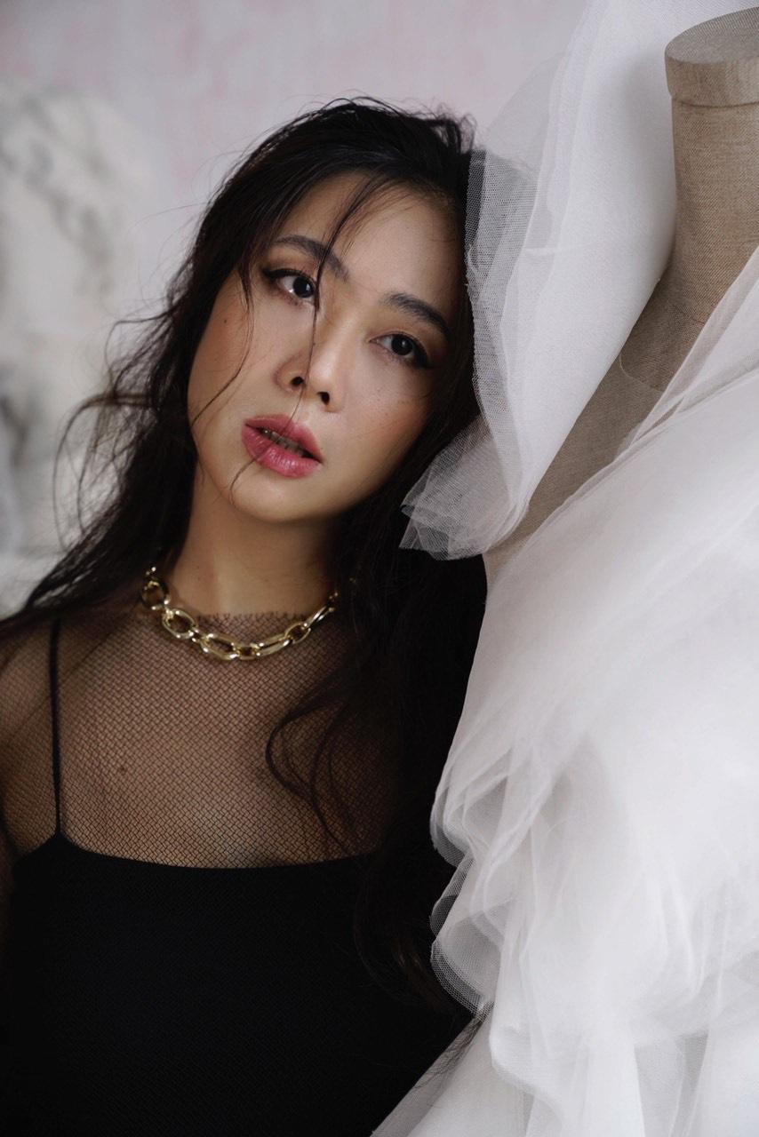 """NTK Lek Chi - Từ """"kẻ mộng mơ"""" đến chủ sở hữu thương hiệu váy cưới nổi tiếng mang tên mình - Ảnh 3."""
