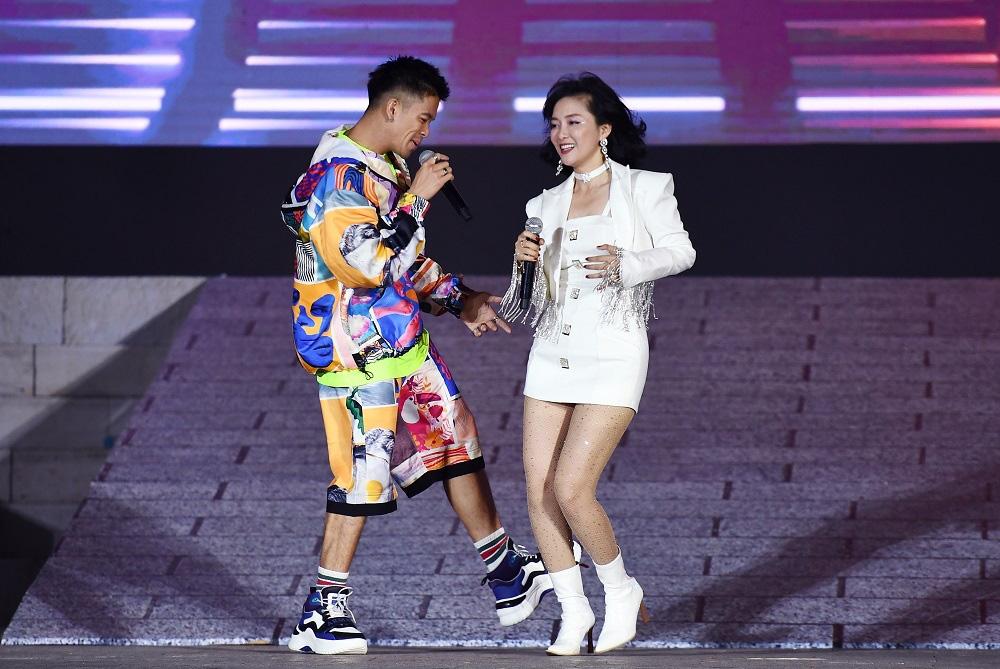Thu Phương, Soobin Hoàng Sơn, Văn Mai Hương… khiến khán giả đã tai, đã mắt tại Đại nhạc hội New Year Countdown 2021 Nam Phú Quốc - Ảnh 8.