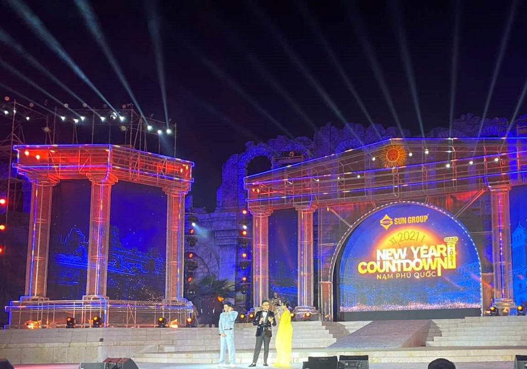 Thu Phương, Soobin Hoàng Sơn, Văn Mai Hương… khiến khán giả đã tai, đã mắt tại Đại nhạc hội New Year Countdown 2021 Nam Phú Quốc - Ảnh 9.
