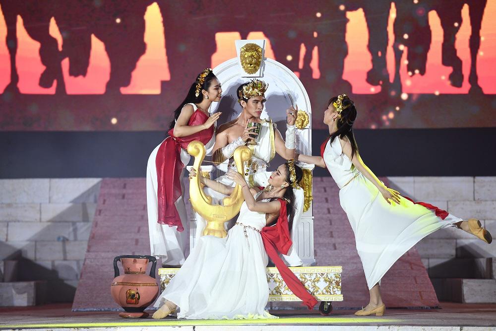 Thu Phương, Soobin Hoàng Sơn, Văn Mai Hương… khiến khán giả đã tai, đã mắt tại Đại nhạc hội New Year Countdown 2021 Nam Phú Quốc - Ảnh 3.