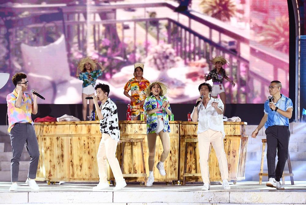 Thu Phương, Soobin Hoàng Sơn, Văn Mai Hương… khiến khán giả đã tai, đã mắt tại Đại nhạc hội New Year Countdown 2021 Nam Phú Quốc - Ảnh 4.