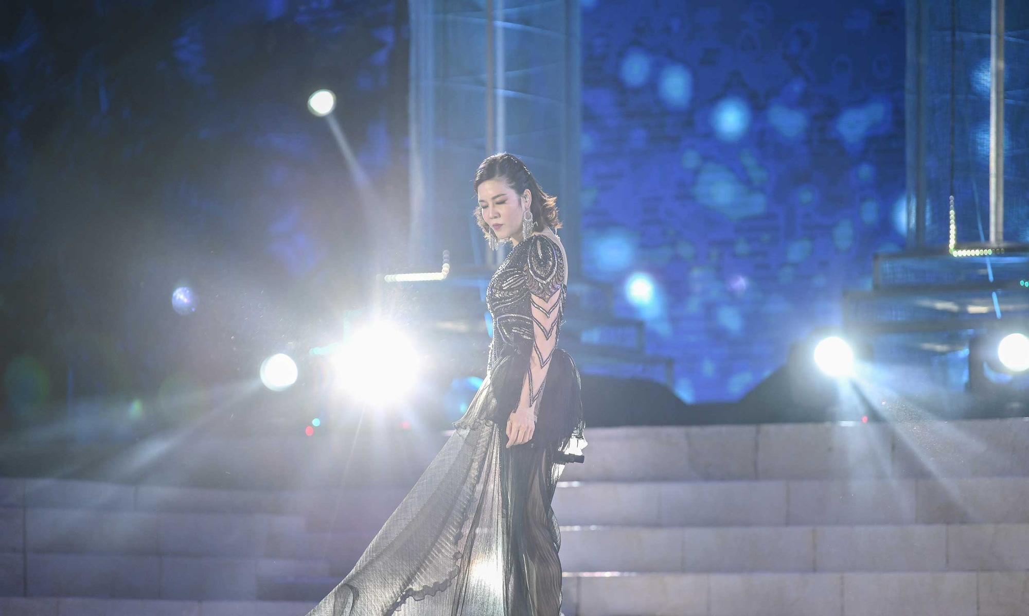 Thu Phương, Soobin Hoàng Sơn, Văn Mai Hương… khiến khán giả đã tai, đã mắt tại Đại nhạc hội New Year Countdown 2021 Nam Phú Quốc - Ảnh 6.