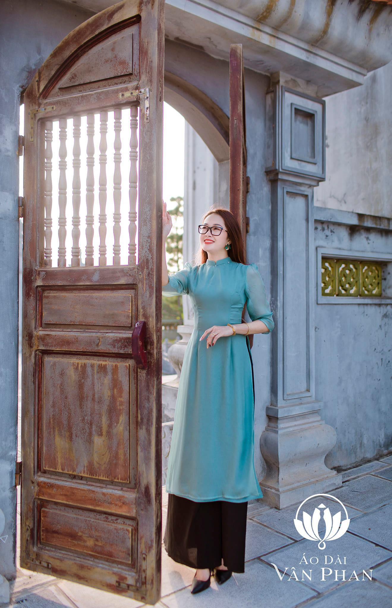 Áo Dài Vân Phan - Nơi cập nhật xu hướng thời trang cho phái đẹp - Ảnh 3.