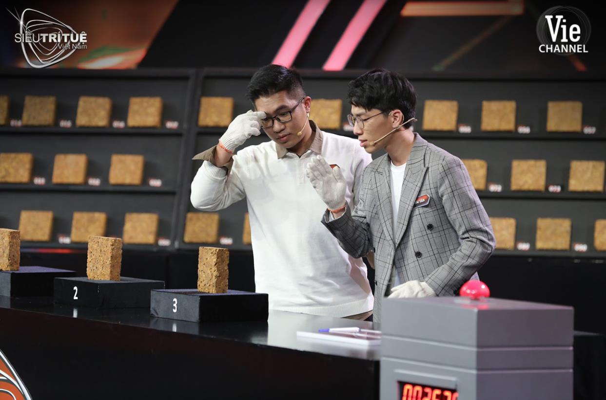 """Vượt thử thách tưởng chừng bất khả thi, chàng trai Hà Nội được vinh danh """"Trí Tuệ Việt 3 Miền"""" - Ảnh 3."""