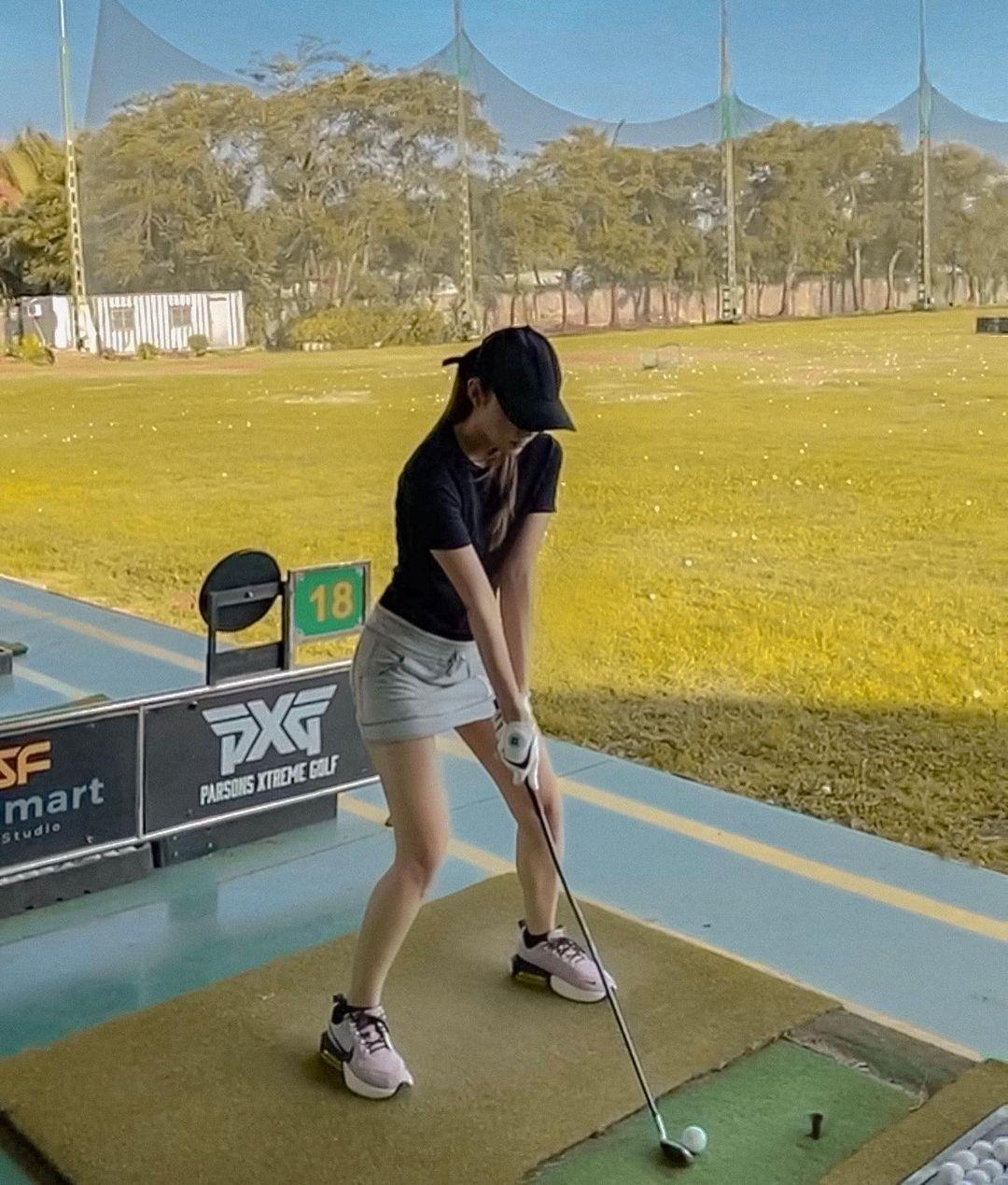 """Minh Hằng ngồi """"ghế nóng"""" cuộc thi Hoa Khôi Golf Việt Nam 2021 - Ảnh 2."""