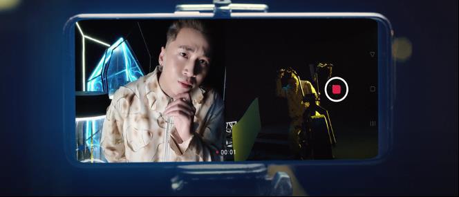 """OPPO Reno5 xuất hiện cùng hai thầy trò Karik - Yuno Bigboi, tạo nên những khoảnh khắc ngẫu hứng vô cùng """"xịn xò""""! - Ảnh 3."""