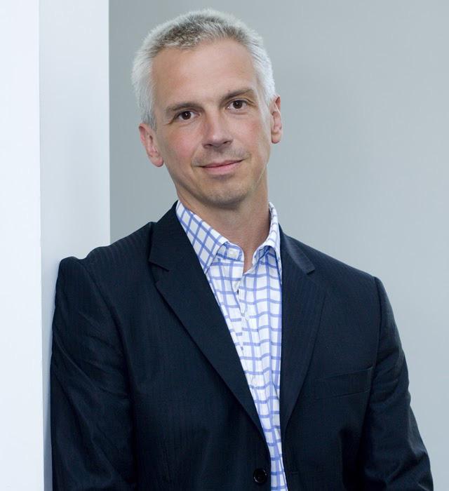 Hutch Hutchison - Cựu giám đốc thiết kế của Vertu nói gì về quan điểm thiết kế và hàng hiệu ngày nay? - Ảnh 1.