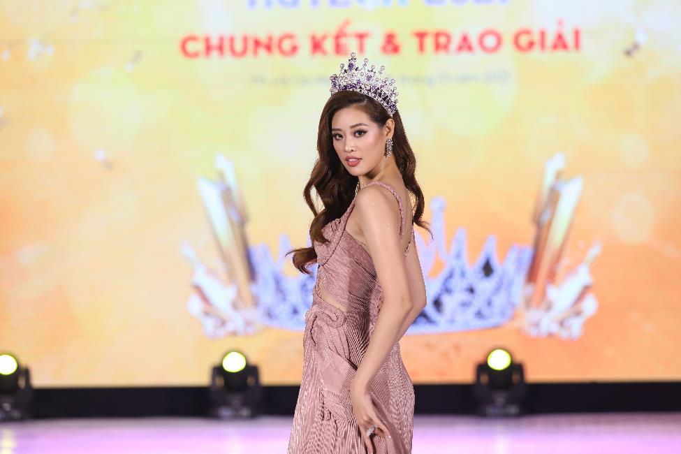 Dàn Hoa hậu, Á hậu đình đám hội ngộ tại Gala Chung kết Miss HUTECH 2021 - Ảnh 1.