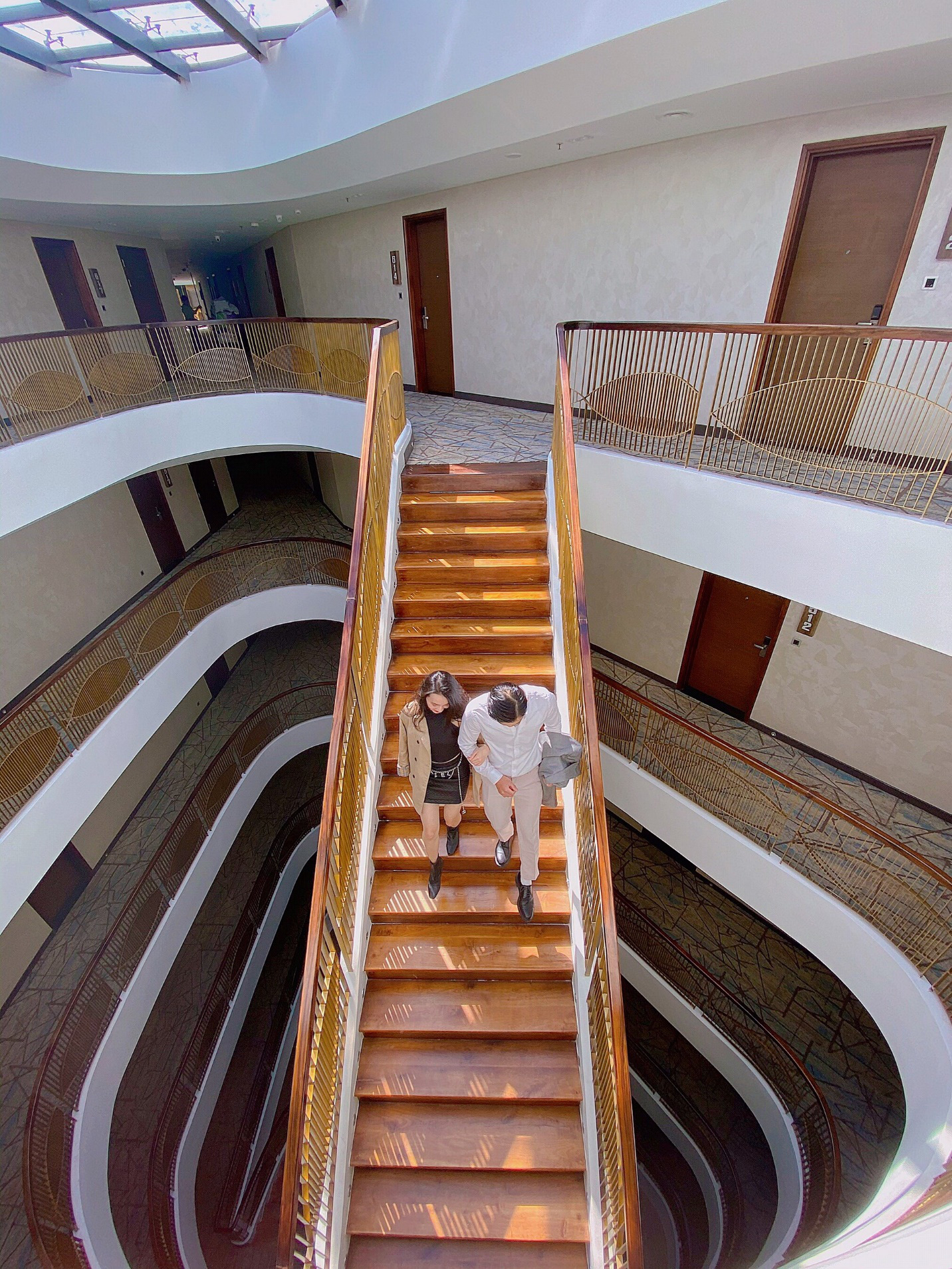 Check-in Đà Lạt mùa mai anh đào cùng siêu ưu đãi của Golf Valley Hotel - Ảnh 2.