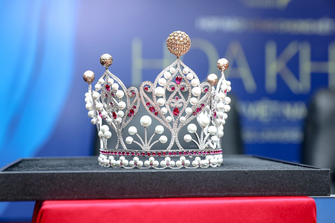 Cận cảnh vương miện Hoa khôi Sinh viên Việt Nam vừa được trao: Vàng hồng 10k và ngọc trai quý giá - Ảnh 3.
