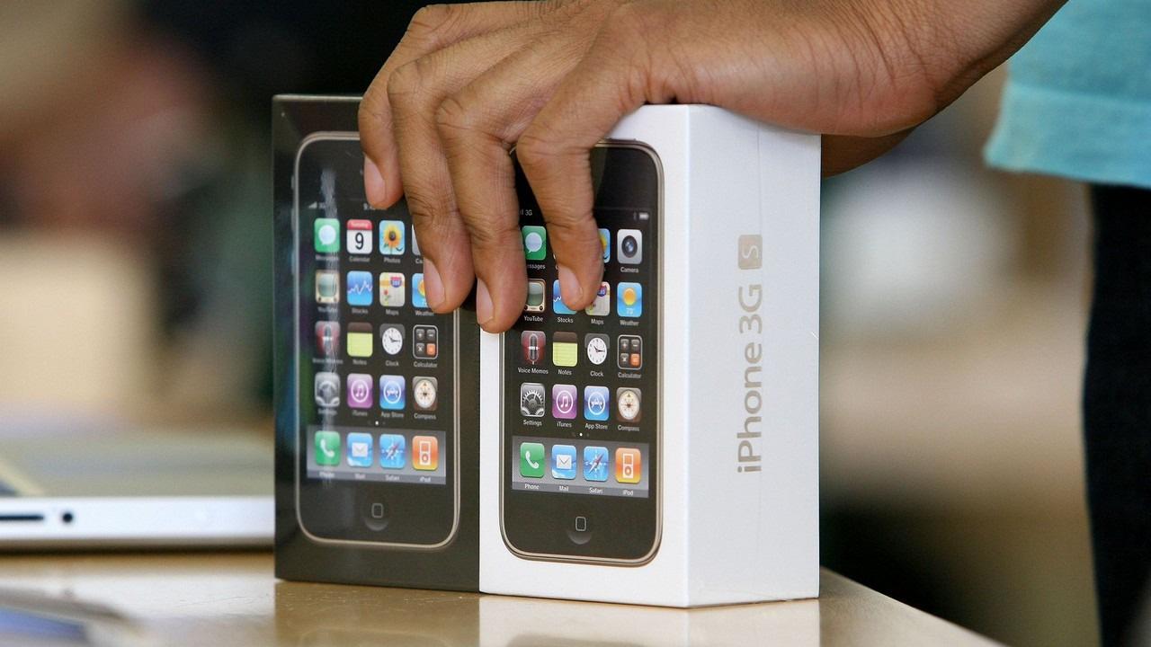 Sự tiến hóa của thiết bị di động: Nhỏ gọn, nhiều tính năng, giá rẻ hơn bao giờ hết - Ảnh 3.
