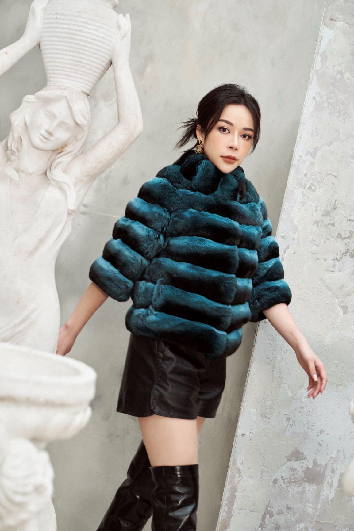 """""""Tuyển tập"""" những mẫu áo khoác lông hiện đang làm mưa làm gió mùa lễ hội 2021 - Ảnh 6."""
