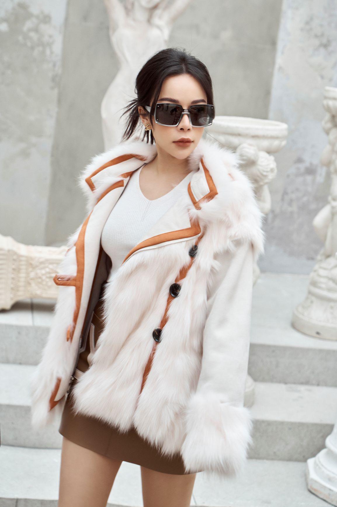 """""""Tuyển tập"""" những mẫu áo khoác lông hiện đang làm mưa làm gió mùa lễ hội 2021 - Ảnh 8."""