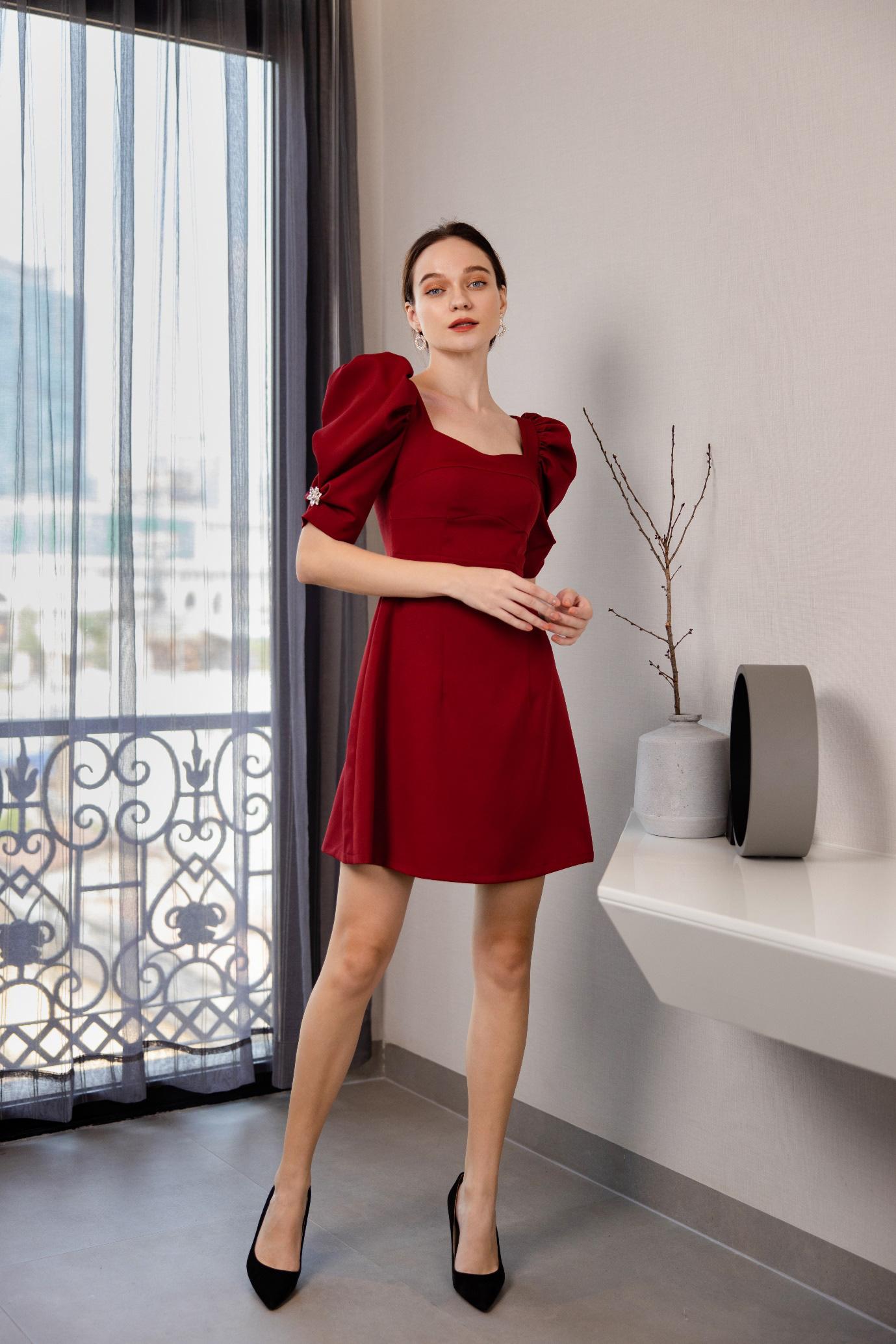 Gợi ý 8 mẫu váy đỏ đẹp cực phẩm, biến nàng trở thành tiêu điểm từ tiệc tất niên cho tới buổi du xuân đầu năm - Ảnh 4.