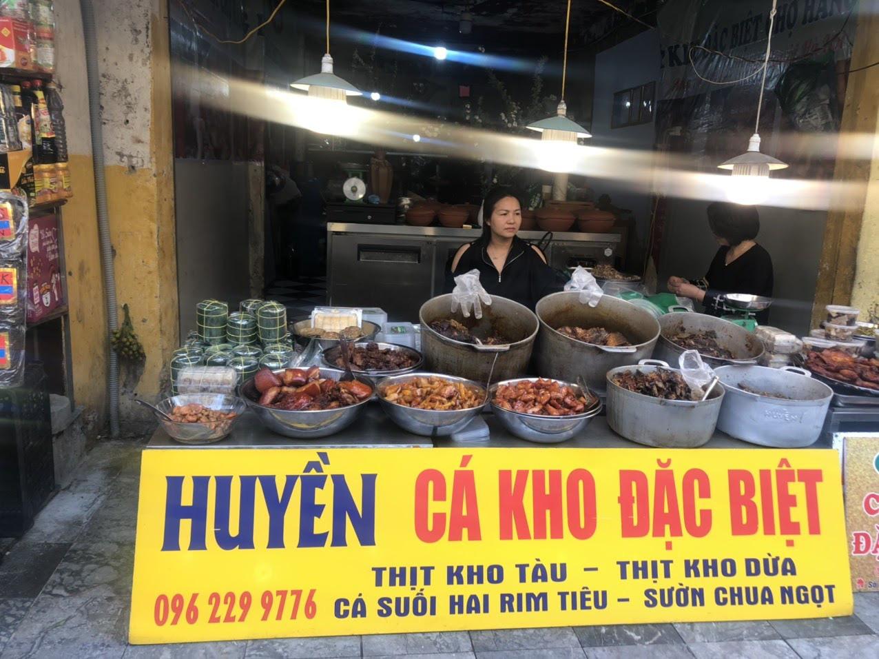 """Tết này ăn gì? """"Soi"""" review của loạt food blogger phát hiện món cá kho phố cổ ngon đình đám, nấu 300kg/ngày cũng bán hết veo - Ảnh 3."""