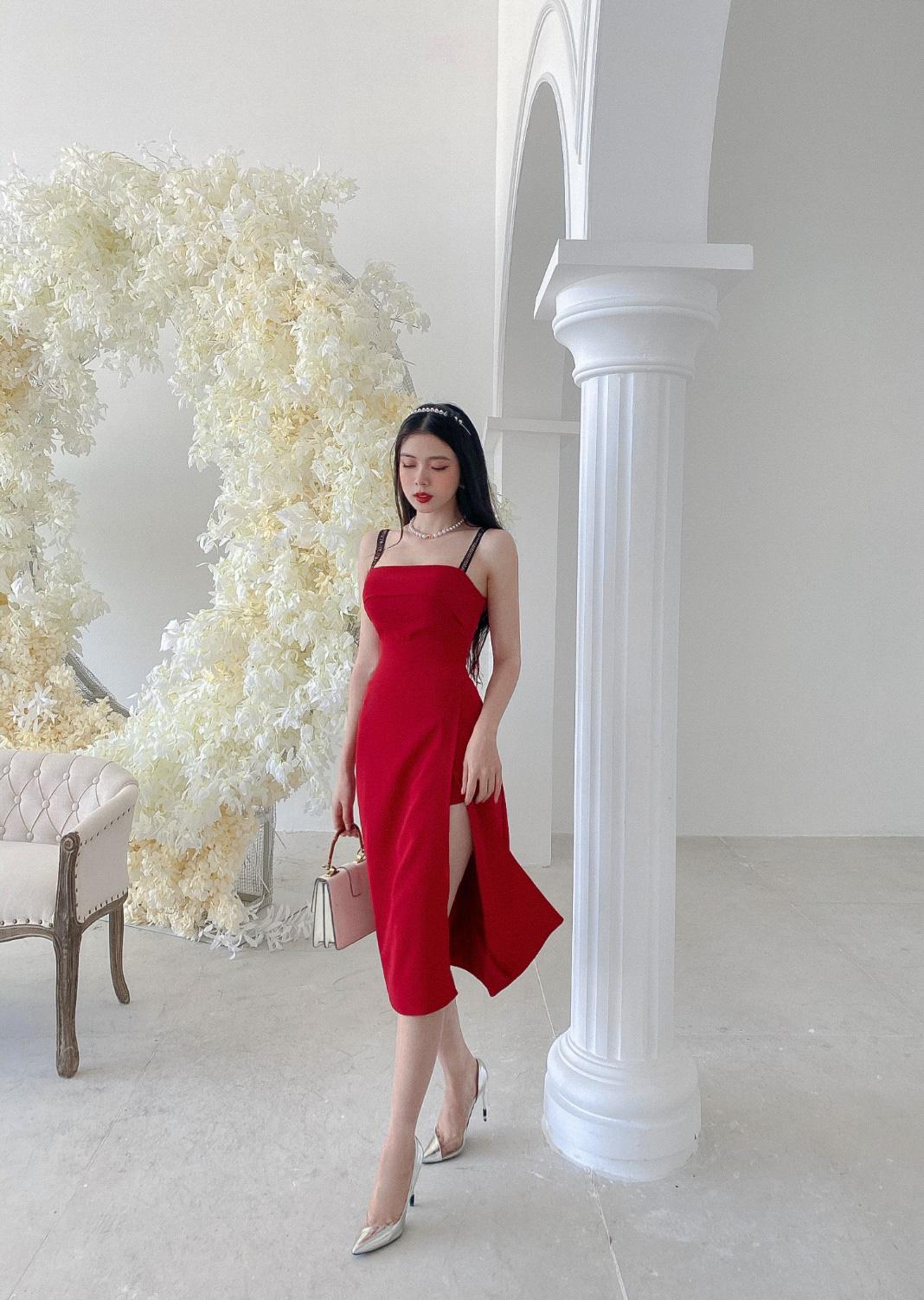 Gợi ý 8 mẫu váy đỏ đẹp cực phẩm, biến nàng trở thành tiêu điểm từ tiệc tất niên cho tới buổi du xuân đầu năm - Ảnh 1.