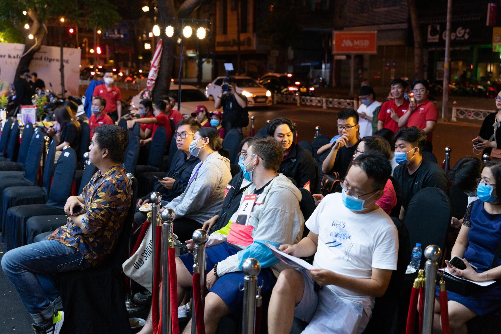 Trở thành nơi mở bán Galaxy S21 đầu tiên trên thế giới: Người dùng Việt Nam đang được Samsung ưu ái hết mực - Ảnh 1.