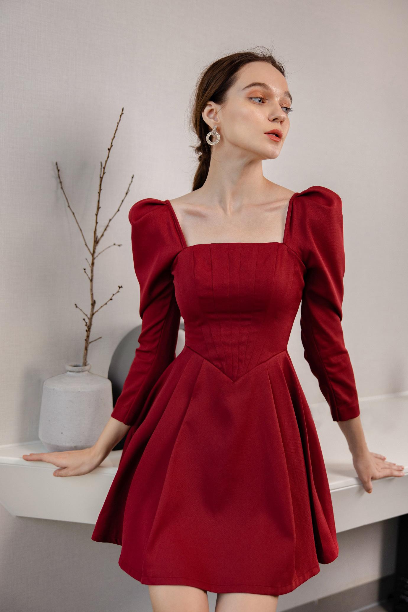 Gợi ý 8 mẫu váy đỏ đẹp cực phẩm, biến nàng trở thành tiêu điểm từ tiệc tất niên cho tới buổi du xuân đầu năm - Ảnh 3.