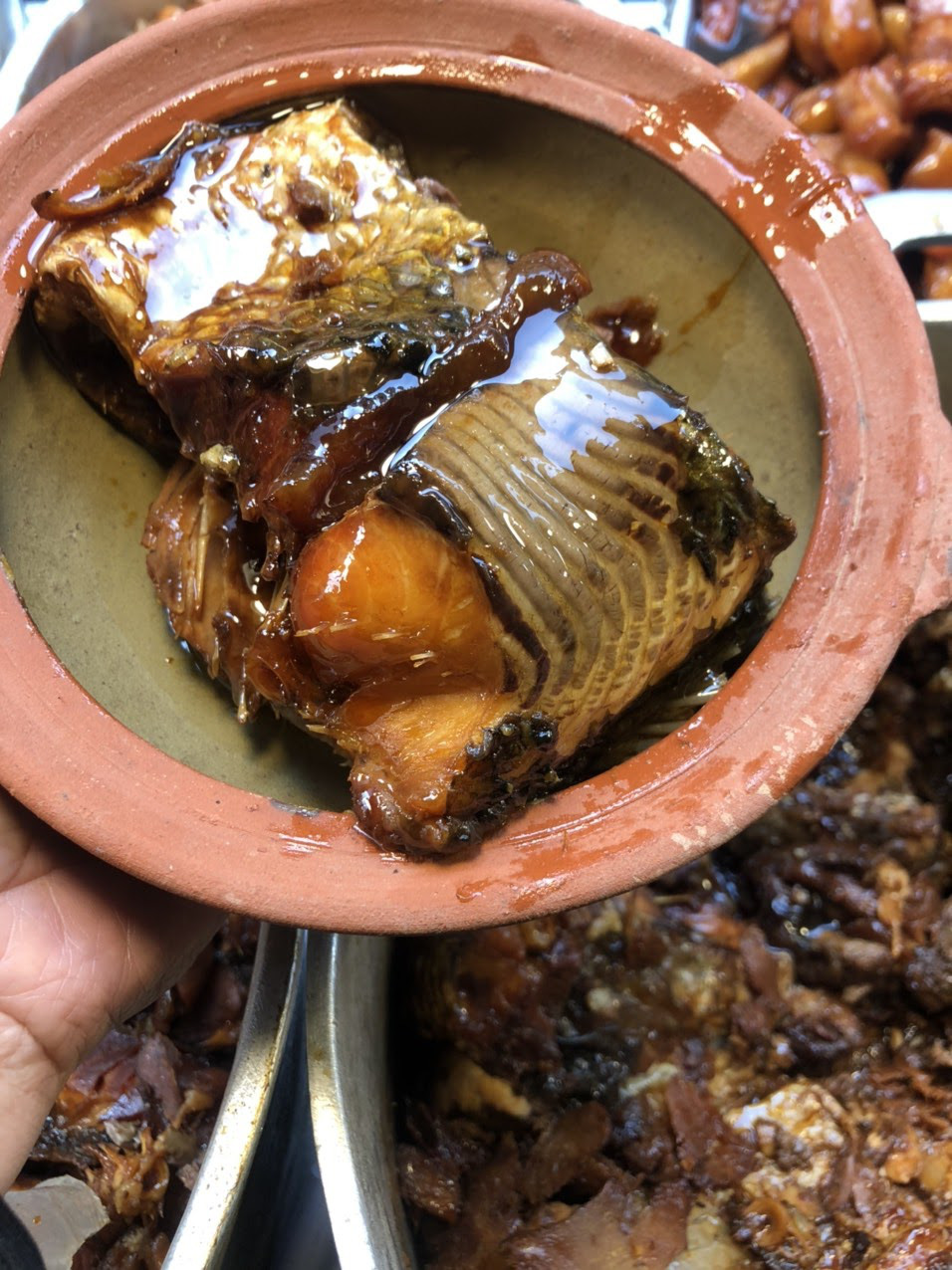 """Tết này ăn gì? """"Soi"""" review của loạt food blogger phát hiện món cá kho phố cổ ngon đình đám, nấu 300kg/ngày cũng bán hết veo - Ảnh 5."""