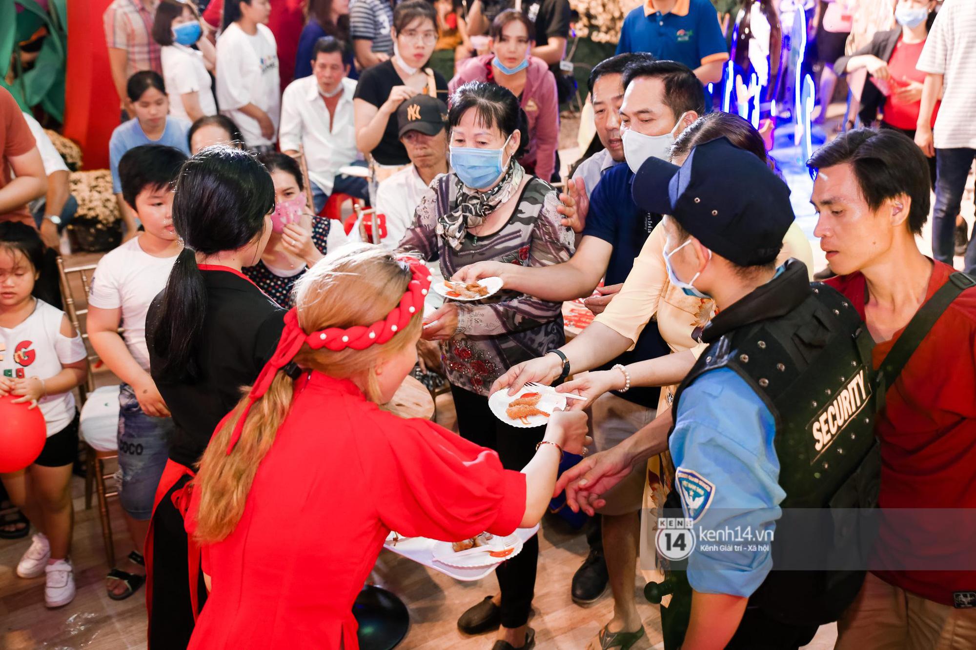 Fan Hòa Minzy bơi hết vào đây, xem idol đột kích Lễ hội Tết Việt và ngàn trải nghiệm wow chưa từng có! - Ảnh 9.