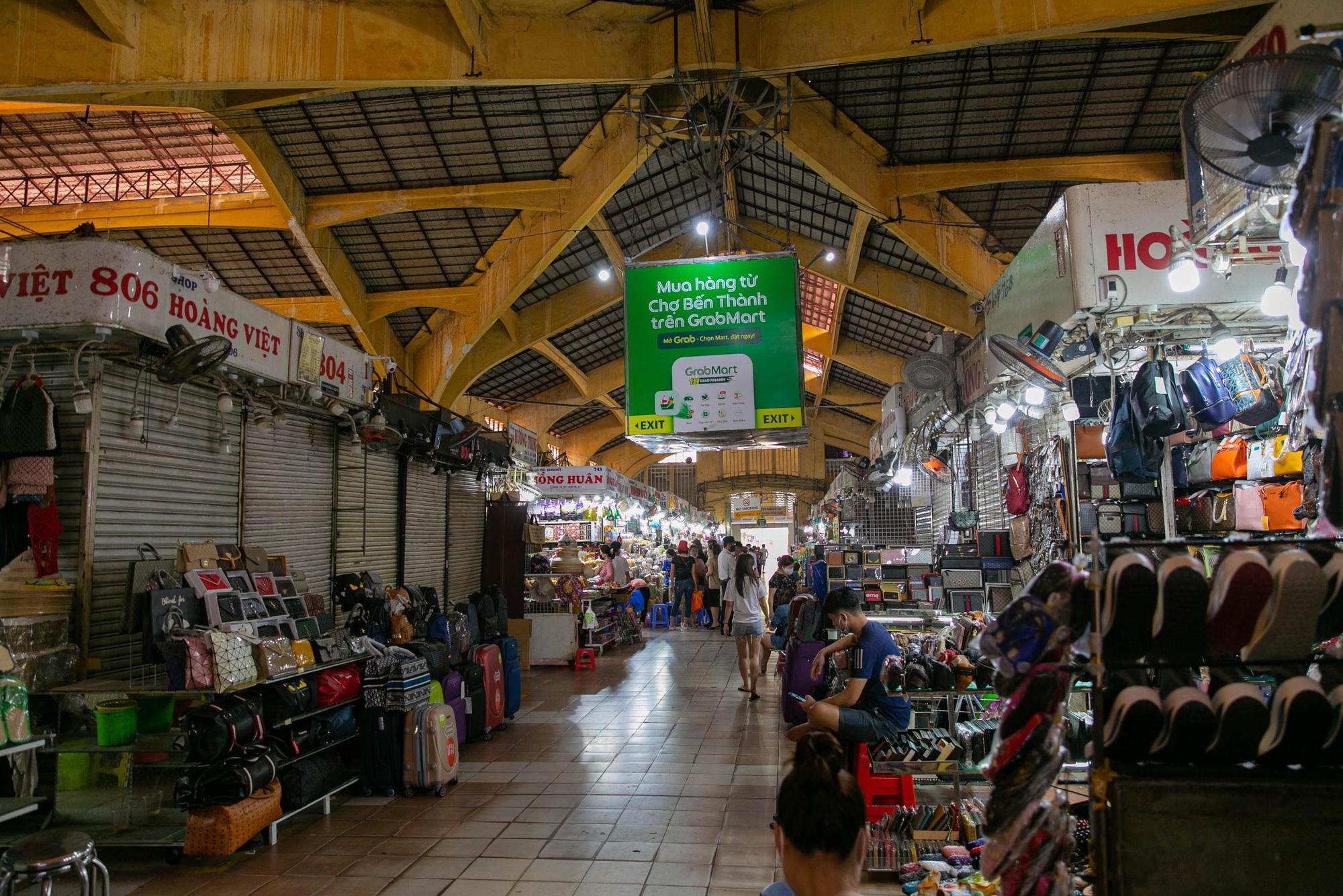Mùa Covid-19, cô ba chú bảy chợ Bến Thành rủ nhau mở sạp online - Ảnh 1.