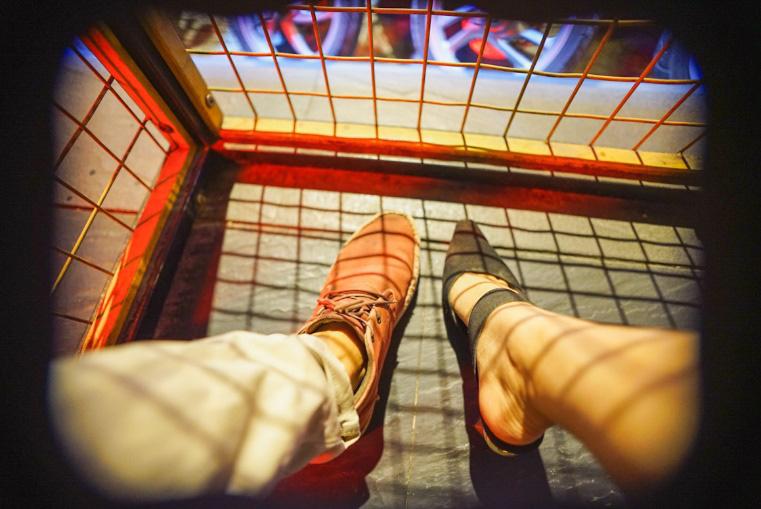 Giới trẻ và trào lưu đổi giày lan tỏa thông điệp thấu hiểu - Ảnh 2.