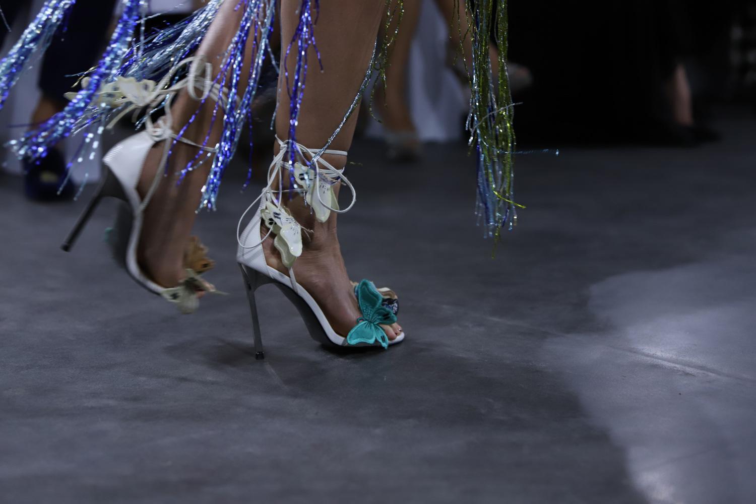 """Những xu hướng giày cao gót """"làm mưa làm gió"""" trên sàn diễn thời trang Việt cuối năm 2020 - Ảnh 4."""