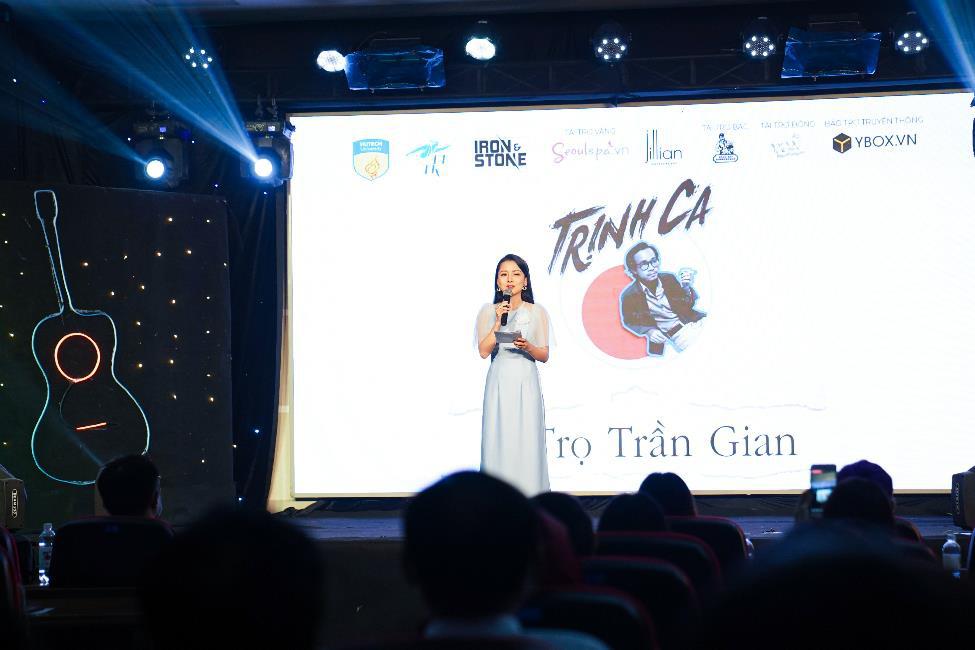 Ca sĩ Hà Lê mang nhạc Trịnh vào liveshow của sinh viên Truyền thông đa phương tiện HUTECH - Ảnh 1.