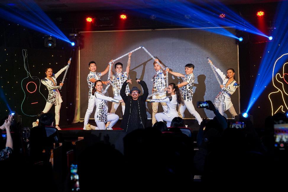 Ca sĩ Hà Lê mang nhạc Trịnh vào liveshow của sinh viên Truyền thông đa phương tiện HUTECH - Ảnh 2.