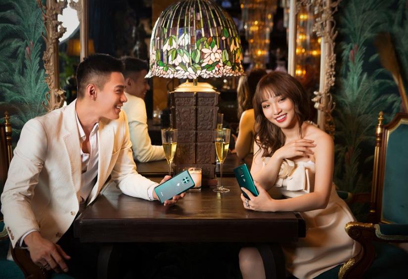 Hoa Nhật Huỳnh tung bộ ảnh sexy khác lạ trước thềm năm mới - Ảnh 2.