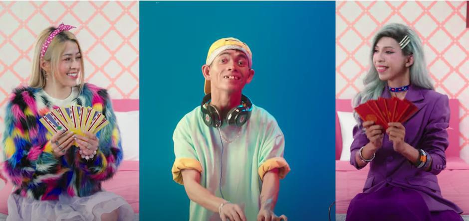 Nghỉ chơi Rap, dàn TikToker và Hòa Minzy ra MV disco kể lại câu chuyện ăn Tết xa nhà không thể chuẩn hơn - Ảnh 3.