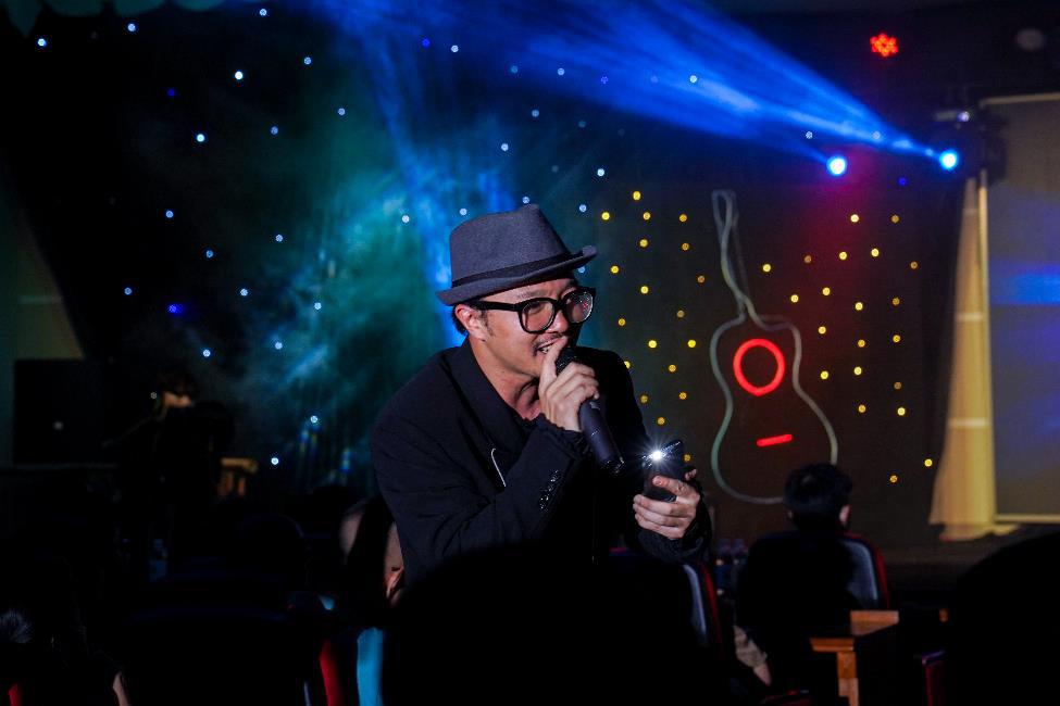 Ca sĩ Hà Lê mang nhạc Trịnh vào liveshow của sinh viên Truyền thông đa phương tiện HUTECH - Ảnh 3.