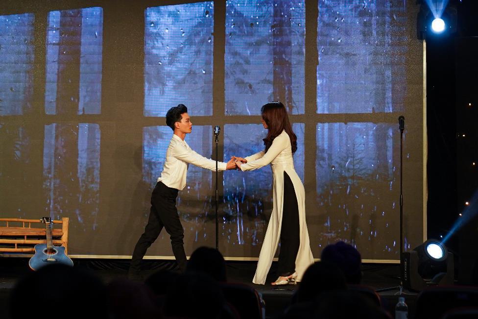 Ca sĩ Hà Lê mang nhạc Trịnh vào liveshow của sinh viên Truyền thông đa phương tiện HUTECH - Ảnh 4.