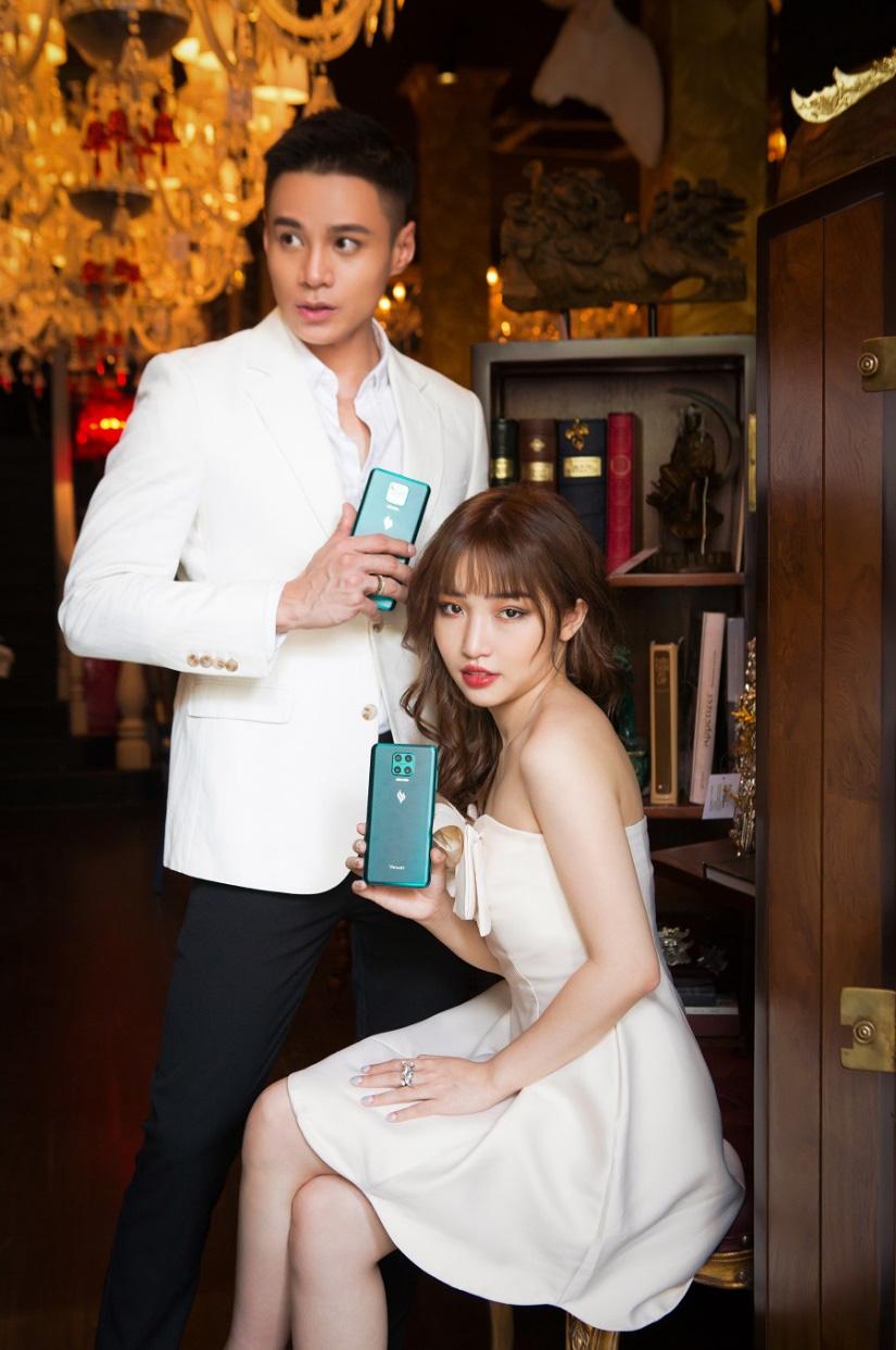 Hoa Nhật Huỳnh tung bộ ảnh sexy khác lạ trước thềm năm mới - Ảnh 4.