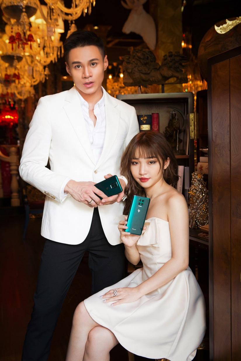 Hoa Nhật Huỳnh tung bộ ảnh sexy khác lạ trước thềm năm mới - Ảnh 10.