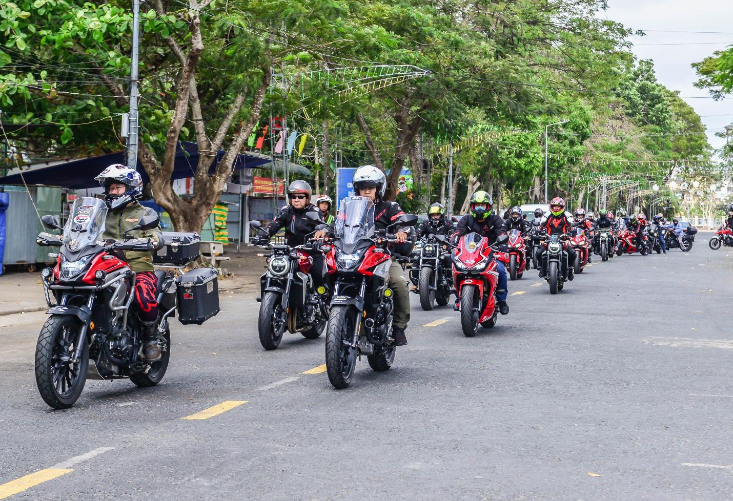 Biker Honda kết thúc hành trình chinh phục cực Nam đầy cảm xúc - Ảnh 2.