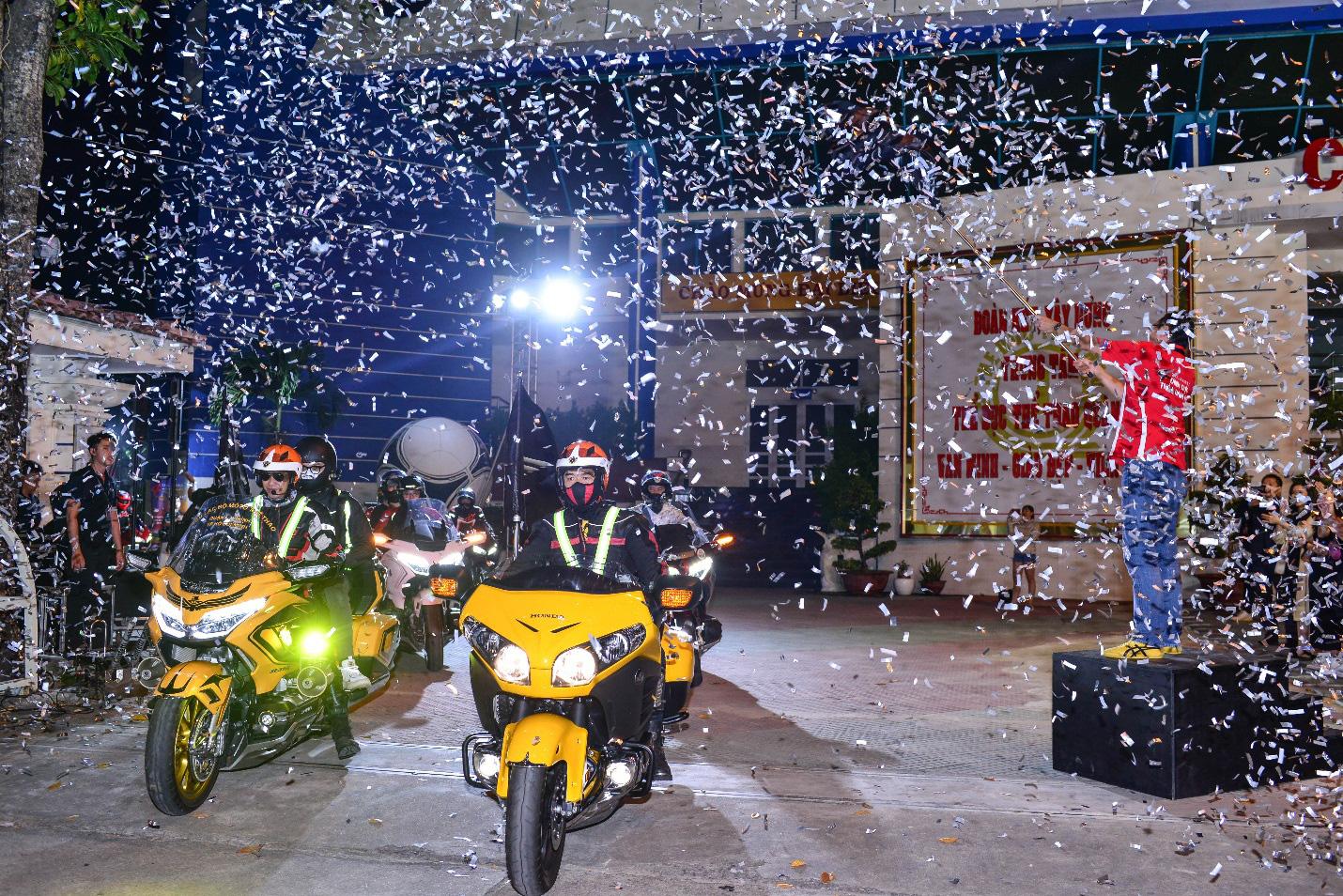 Biker Honda kết thúc hành trình chinh phục cực Nam đầy cảm xúc - Ảnh 3.