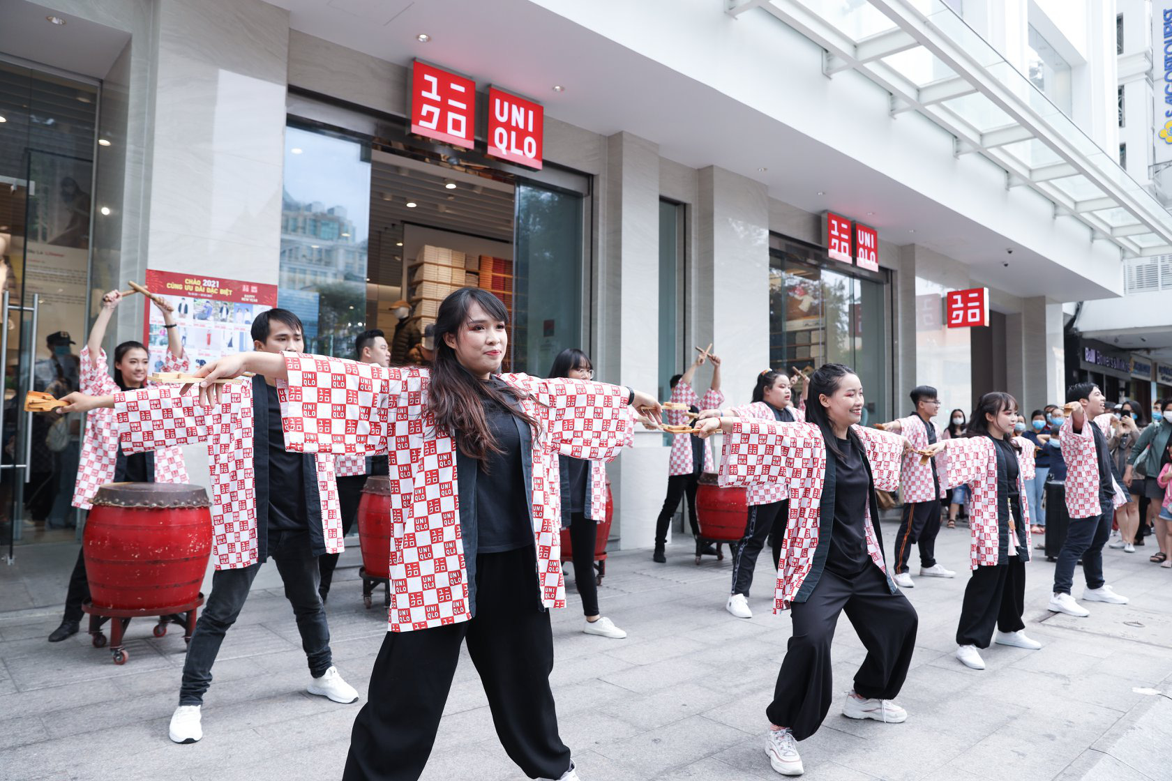 UNIQLO gửi gắm thông điệp mừng năm mới qua vũ điệu Yosakoi đậm chất Nhật - Ảnh 9.