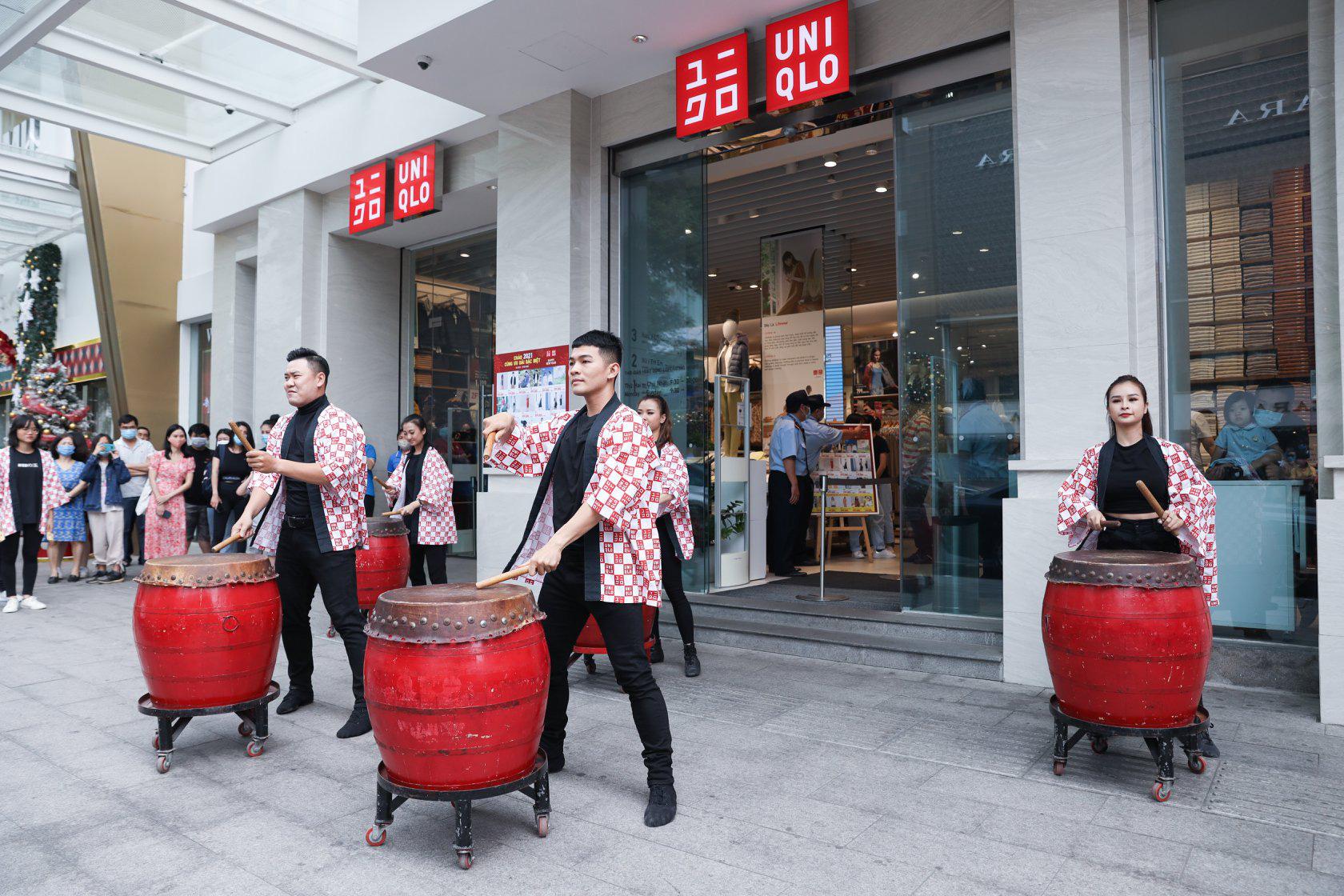 UNIQLO gửi gắm thông điệp mừng năm mới qua vũ điệu Yosakoi đậm chất Nhật - Ảnh 1.