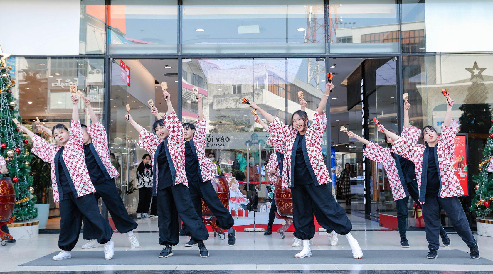 UNIQLO gửi gắm thông điệp mừng năm mới qua vũ điệu Yosakoi đậm chất Nhật - Ảnh 10.
