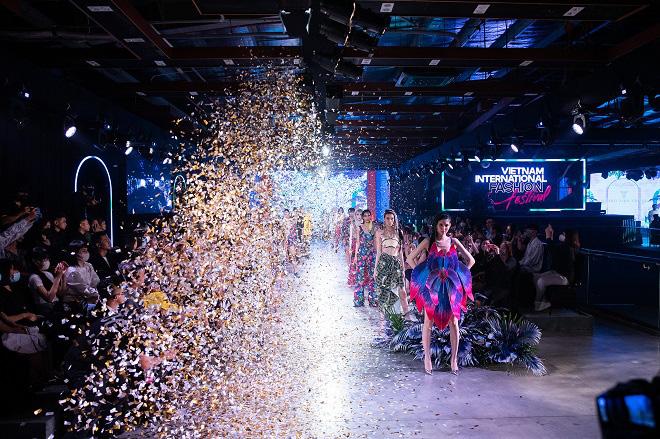 Vietnam International Fashion Festival - Tái định nghĩa lễ hội thời trang - Ảnh 1.