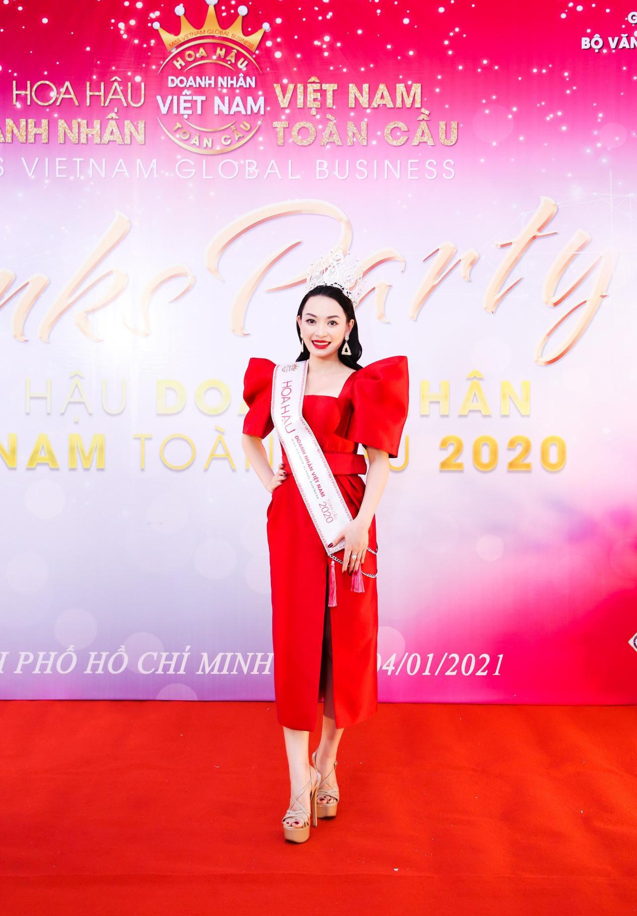 Tân Hoa hậu Vũ Thị Ngọc Anh ngồi ghế nóng Nữ hoàng Doanh nhân đất Việt 2021 - Ảnh 3.