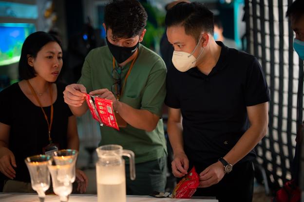 Đạo diễn Victor Vũ và nàng thơ Trúc Anh tiết lộ món ăn khoái khẩu trong thời gian quay Thiên Thần Hộ Mệnh - Ảnh 9.