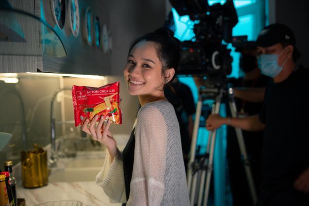 Đạo diễn Victor Vũ và nàng thơ Trúc Anh tiết lộ món ăn khoái khẩu trong thời gian quay Thiên Thần Hộ Mệnh - Ảnh 11.