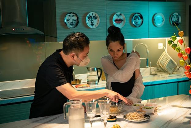 Đạo diễn Victor Vũ và nàng thơ Trúc Anh tiết lộ món ăn khoái khẩu trong thời gian quay Thiên Thần Hộ Mệnh - Ảnh 8.