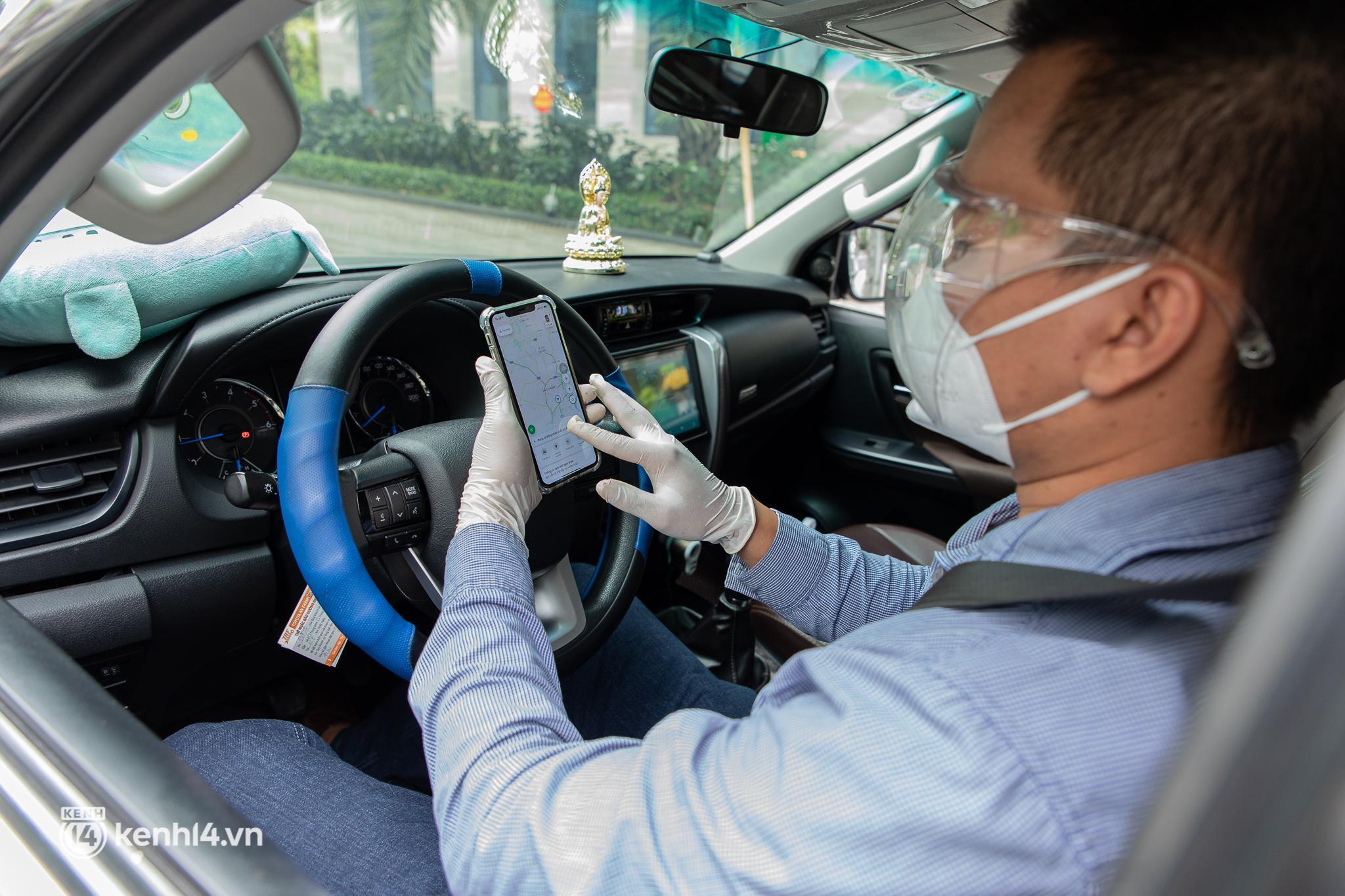 Sài Gòn nới lỏng giãn cách xã hội, bác tài phấn khởi ngày hoạt động trở lại với dịch vụ GrabCar Protect - Ảnh 11.