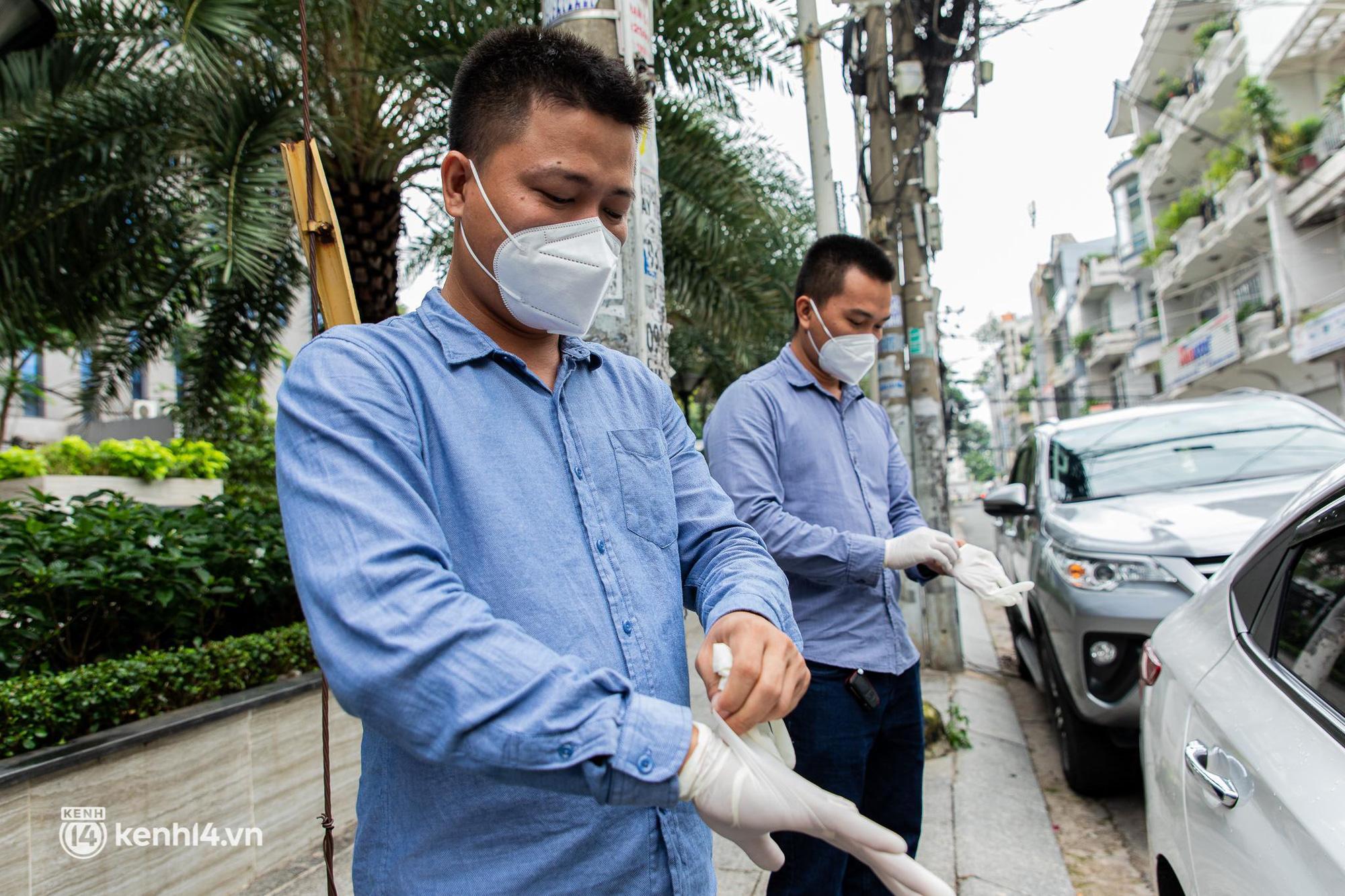 Sài Gòn nới lỏng giãn cách xã hội, bác tài phấn khởi ngày hoạt động trở lại với dịch vụ GrabCar Protect - Ảnh 5.